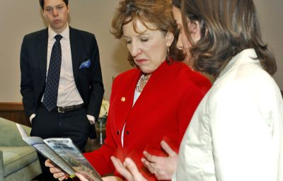 An intern talks with a member of Congress in Washington, D.C.