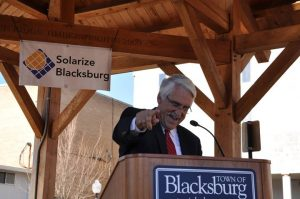 Blacksburg Mayor Ron Rordam announces Solarize Blacksburg to a crowd at a local farmers market.