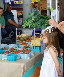 Families with young children particularly enjoy special event days at the Chattanooga Market, which offer sample tastings of seasonal produce, such as strawberries. Photo courtesy of Chattanooga Farmers Market.