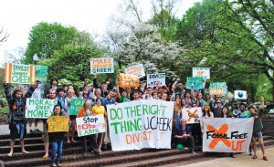 On Earth Day, students at the University of Tennessee-Knoxville joined with community groups to hold a divestment rally on campus. The crowd attempted to persuade Chancellor Jimmy Cheek to divest from fossil fuels. Photo courtesy University of Tennessee Coalition for Responsible Investment.
