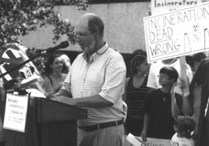 Craig Williams speaks about chemical weapons incineration at a rally. Photo courtesy Kentucky Environmental Foundation.