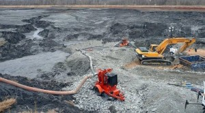 Cleanup efforts underway at Duke Energy's Dan River plant after the 2014 coal ash spill. Photo by U.S. Fish and Wildlife Service.